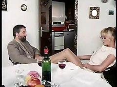 femme mature en pantoufles